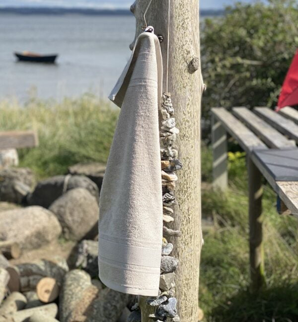 Luksus gæstehåndklæde 40x60 cm i beige. 100% lækkert bomuldshaandklaede