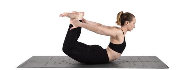 Yogamåtte med positionslinjer