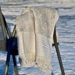 grå badehåndklæder med frynser
