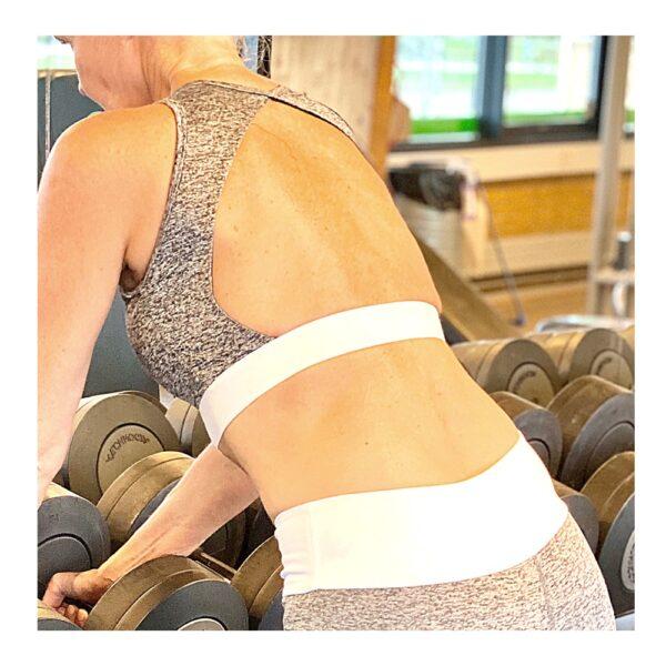 Gym Fitness Yoga Top i graa med hvid elastikkant fra finehome
