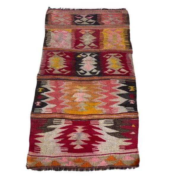Smukt kelimtæppe i røde farvenuancer fra finehome