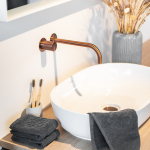Grå vaskeklud 30x30 cm i smukt bademiljø fra finehome