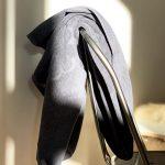 Organisk mørk grå håndklæde fra finehome