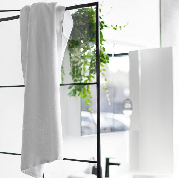 Badehåndklæde i hvid økologisk GOTS certificeret bomuld fra finehome - Alba Design