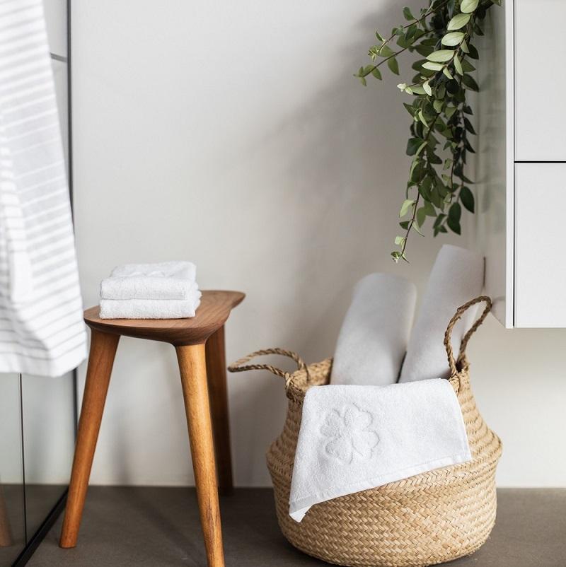 Vask af håndklæder. Hvide økologiske håndklæder fra finehome